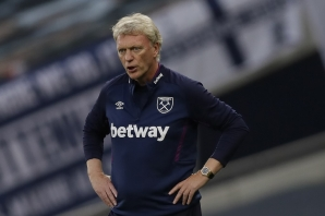 (FILES) In this file photo taken on June 23, 2020 West Ham United's Scottish manager David Moyes gestures during the English Premier League football match between Tottenham Hotspur and West Ham United