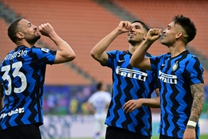 Inter Milan's Danilo D'Ambrosio,  Achraf Hakimi and Lautaro Martinez celebrate in the San Siro.