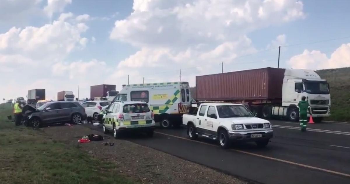 One dead in N3 crash between Warden and Harrismith   eNCA