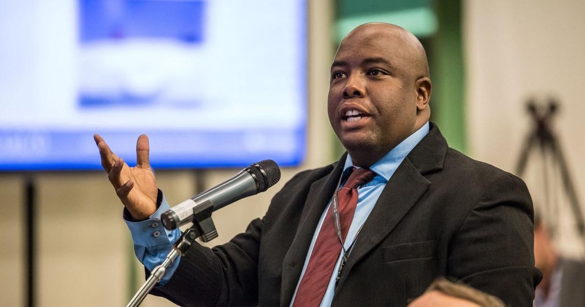 Die burgemeester van Tshwane staar die eerste nie-vertroue-stem - eNCA