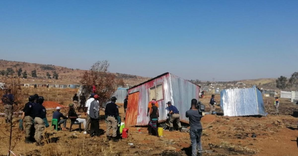 Residents protest against removals in Lenasia, Lawley - eNCA