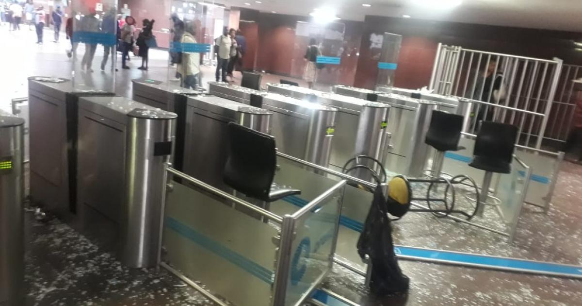 Shops looted at Joburg's Park Station, Prasa increasing security - eNCA