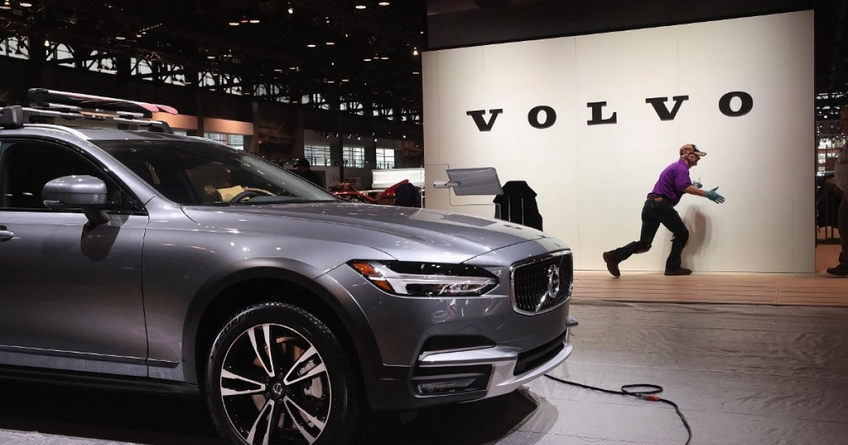 Volvo goes all-in on electric cars