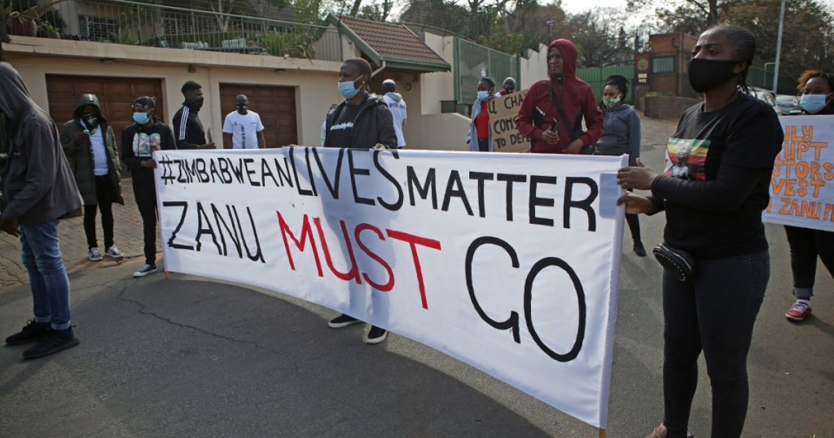 Police, protesters clash outside Zimbabwe embassy - eNCA