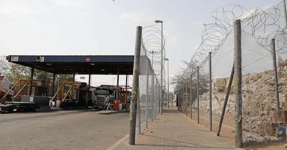 Motsoaledi: COVID-19 certificates required to cross SA borders - eNCA