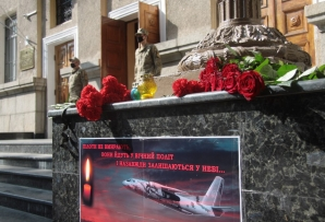 This photograph taken on September 26, 2020 shows a placard set in front of Kharkiv National Air Force University, in tribute to the twenty cadets and the seven officers who died in an Antonov-26 transport aircraft crash at Chuhuiv military air base around 30 kilometers southeast of Kharkiv.