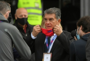 The masks are off: Joan Laporta emerges after casting his vote