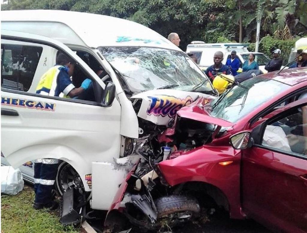 13 injured in head-on Durban car, taxi crash | eNCA