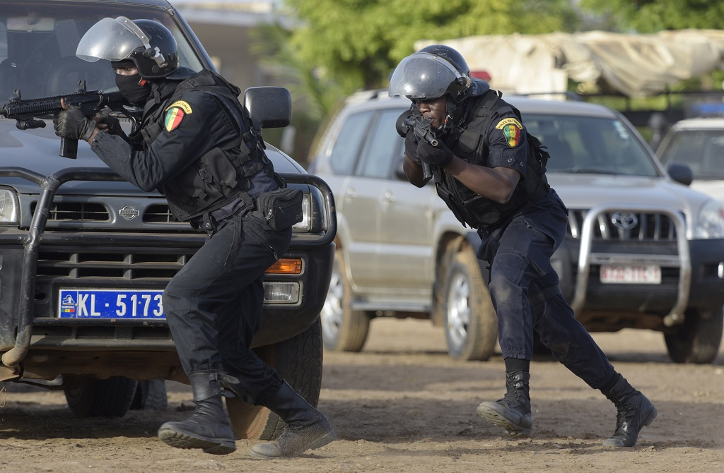 web_photo_Senegalese_police_20042017
